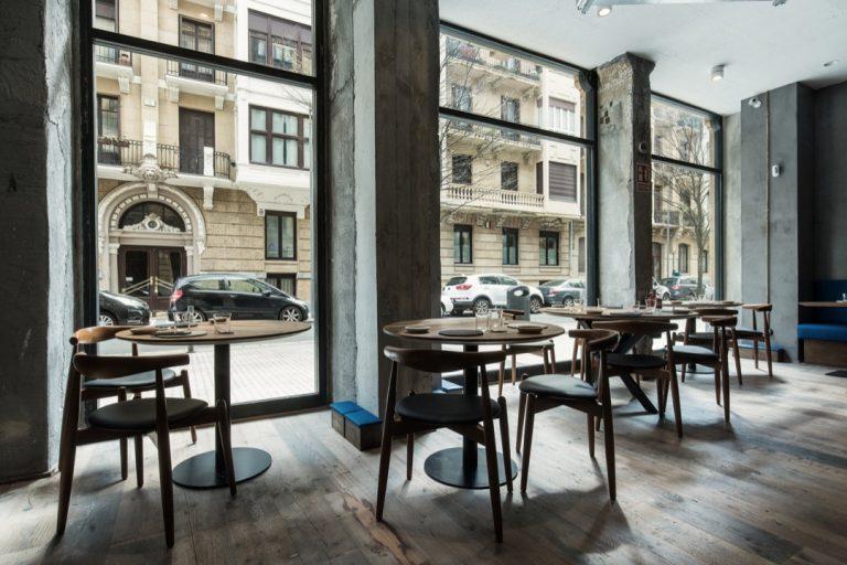 restaurante taburetes arkezatek 768x512
