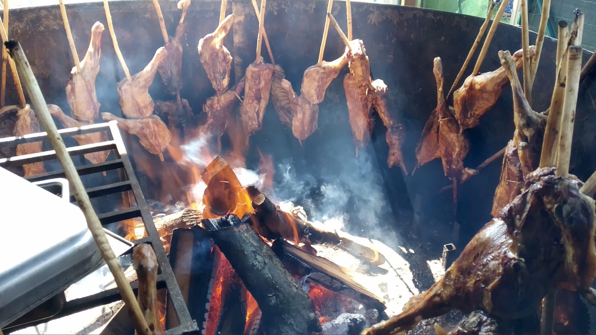 Cordero asado a la estaca, tradición y actualidad