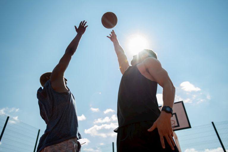 basket hombres balon lucha miciudad 768x512